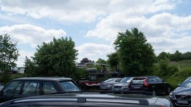 Parkeerplaats Land Rover dealer